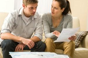 Couple talking about finances CandyBox Images Fotolia 300x200 كيف تتعامل مع الشخصية السمعية