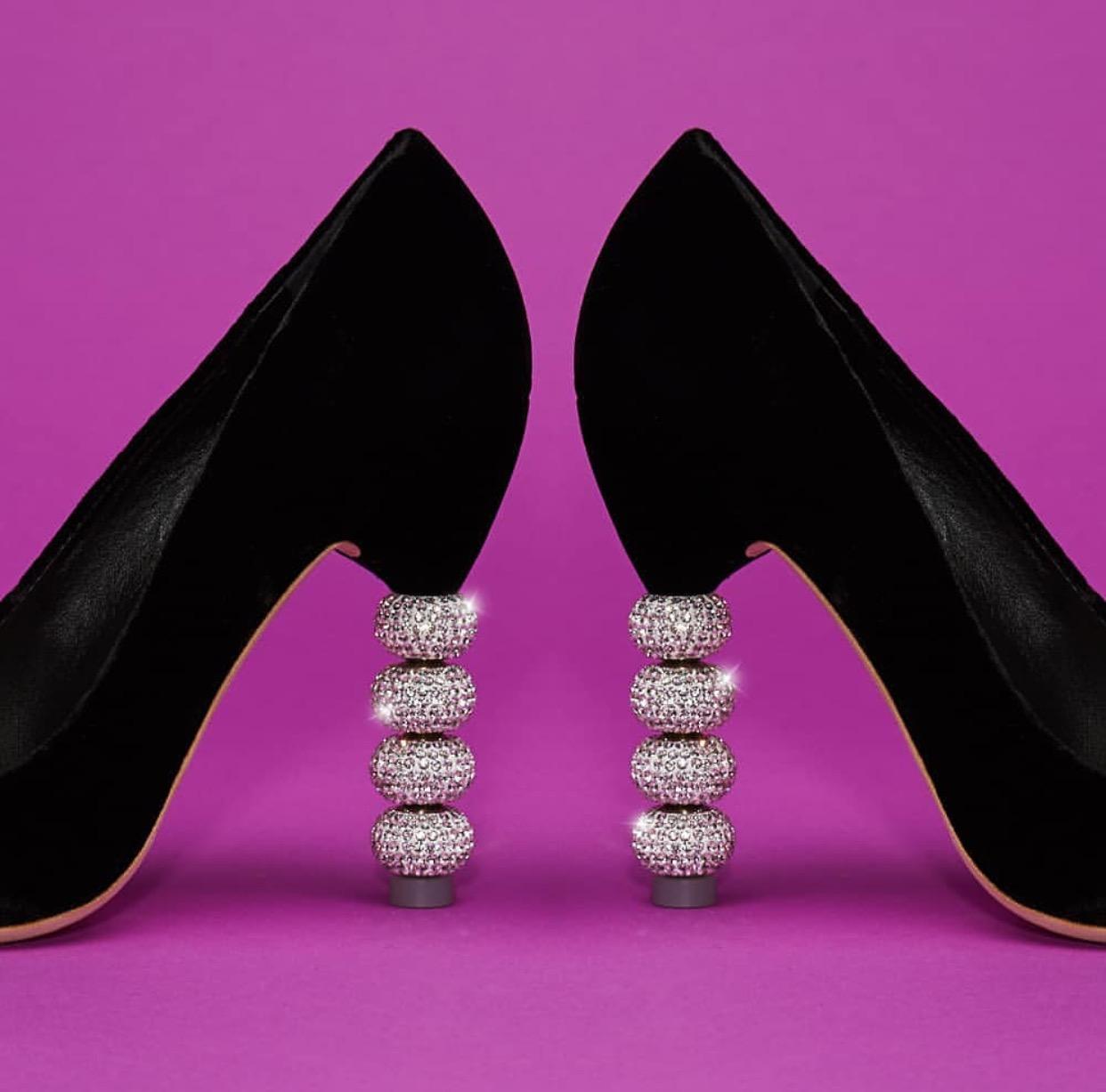 تعرفوا الى اشهر حذاء لهذا العام ،،الحذاء الذي ارتدته سبع نجمات في حفل واحد