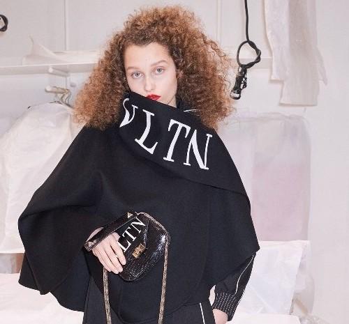 ماهو الشعار الجديد لعلامة فالنتينو الشهيرة للأزياء؟