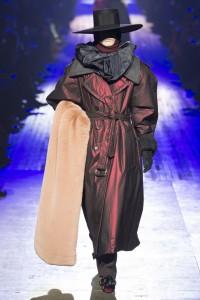 IMG 2798 200x300 مارك جيكوب يختتم اسبوع الموضة في نيويورك باغرب الاطلالات