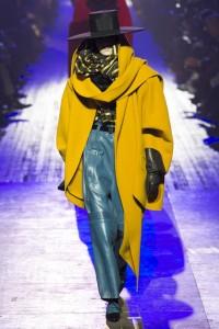 IMG 2801 200x300 مارك جيكوب يختتم اسبوع الموضة في نيويورك باغرب الاطلالات